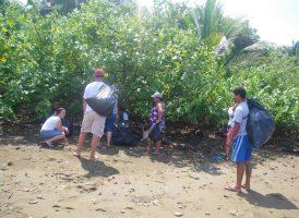 Limpieza de playa Marino Ballena